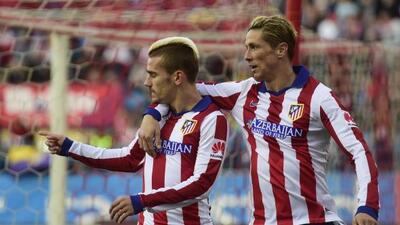 El ariete francés guió al Atlético a la victoria ante sus ex compañeros.