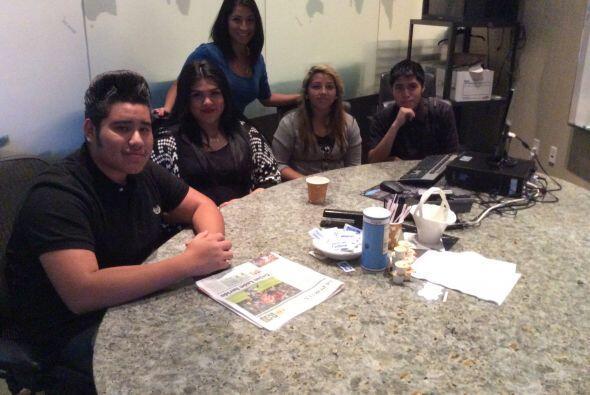 Empleados de Univision trabajaron junto a los estudiantes para mostrarle...