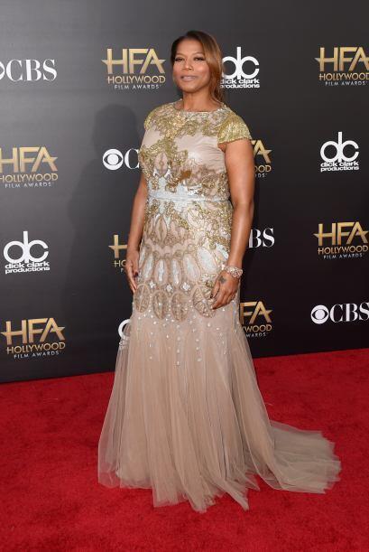 De las más bellas de la noche fue Queen Latifah, quien además fungió com...