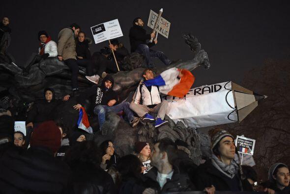 Como símbolo de la defensa a la libertad de expresión, muchos manifestan...