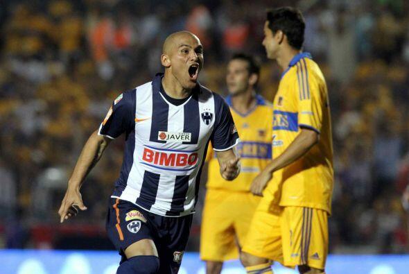Pero el chileno sacó el amor propio y no solo fue figura en el partido s...