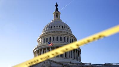 Parques nacionales cerrarían y funcionarios federales no esencial...