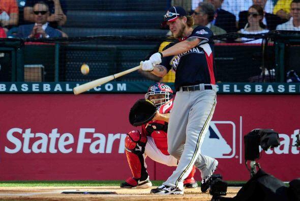 Corey Hart, de los Brewers de Milwaukee fue tercero con 13 tablazos de v...