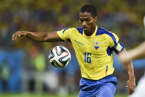 Por los ecuatorianos Antonio Valencia tiene un estilo de juego similar a...