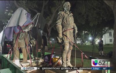 Retiran estatuas confederadas en la Universidad de Texas