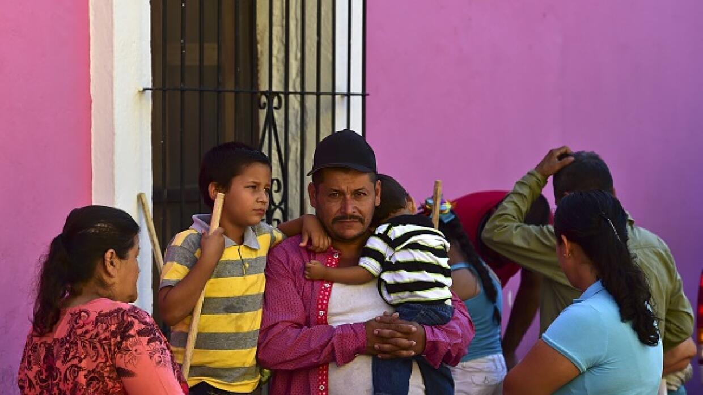 Familias desplazadas por búsqueda de El Chapo.