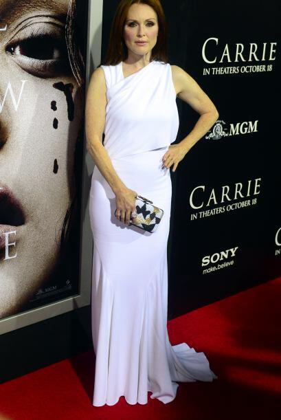 Con ese vestido blanco Julianne Moore llego a la premier de la cinta en...