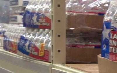 Miles de personas realizan compras de emergencia en los principales supe...