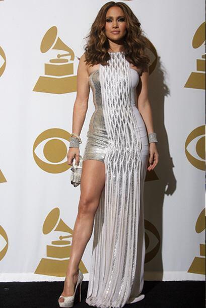 Durante la ceremonia de los Grammy JLo dejó su acostumbrada elegancia po...