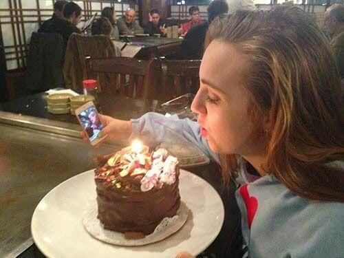 Hay documentar tu cumpleaños con un selfie. A veces nos olvidamos que de...