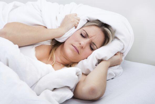 No duermes tus horas reglamentarias: Es necesario que duermas ocho horas...
