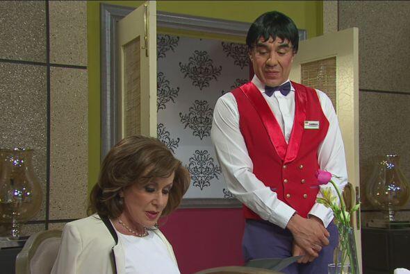 Cuando Doña Luz María ordenó su comida, Carmelo la trató de una manera g...