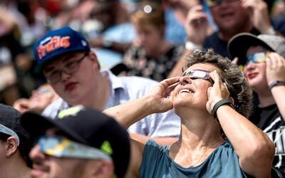 Asombro, fascinación y júbilo: El eclipse solar maravilló a quienes pudi...