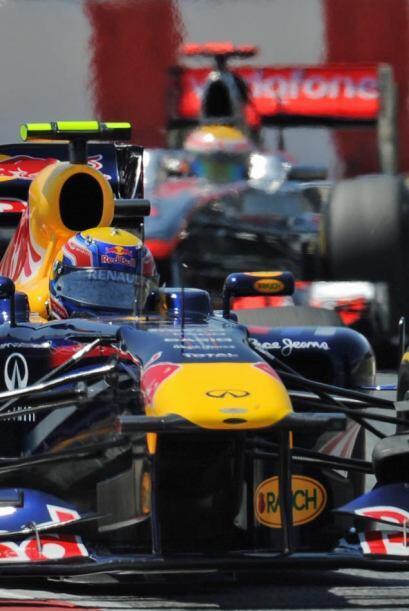 Vettel tomó la punta después de su segunda parada a 'pits' y solo la alt...