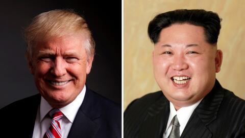 Donald Trump (i) y Kim Jong Un (d).