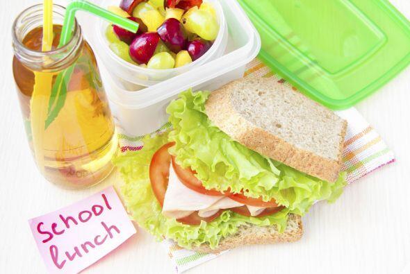 Si tu hijo es mayor enséñale a armar su almuerzo en la escuela, empaca e...