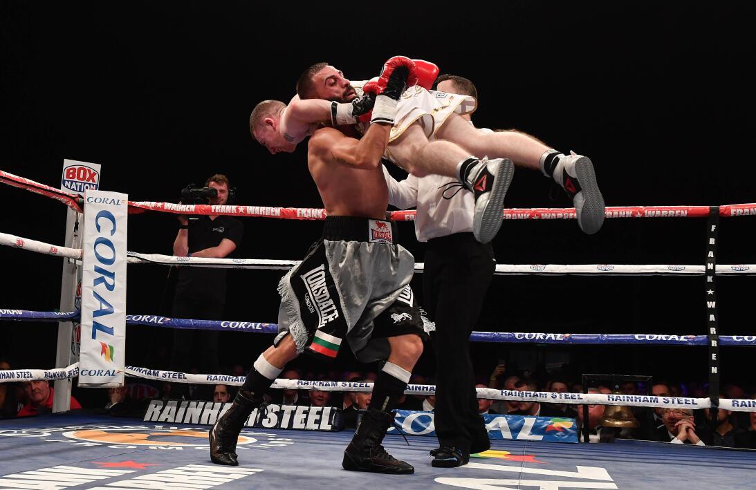 El insólito final en la primera pelea como profesional de un boxeador Ge...