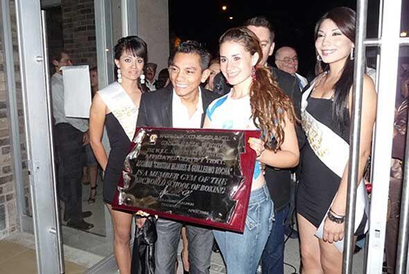 José Sulaimán, presidente del Consejo Mundial de Boxeo, envió una placa...