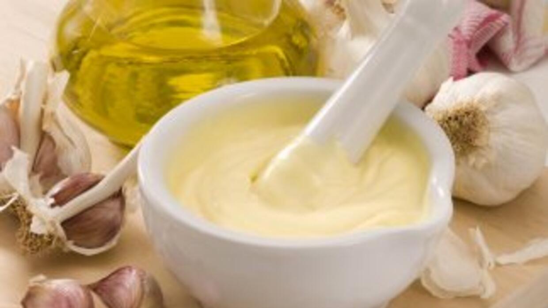 Si la mayonesa te sale muy espesa, puedes mejorarla con un poco de leche...