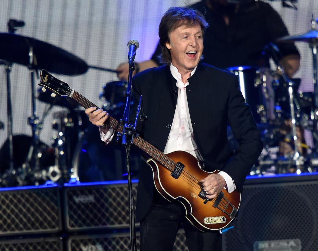 Tienes que ver las fotos de Paul McCartney y Neil Young en el segundo dí...