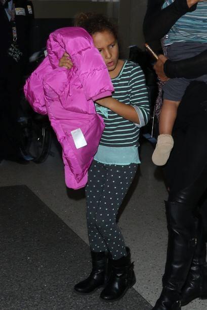 La pequeña Nahla parecía que quería escapar lo ante...