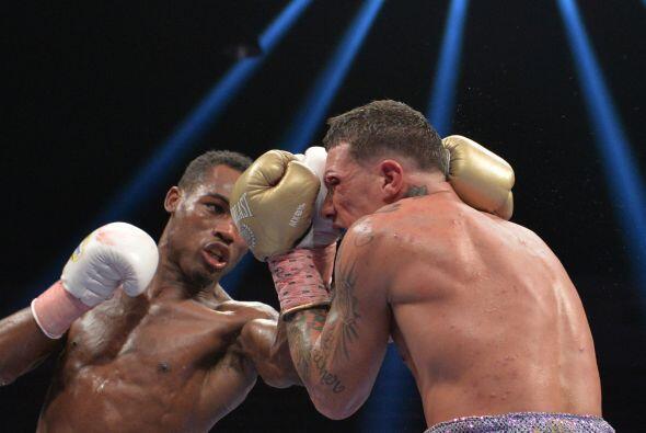 Jermell Charlo le dio una paliza a Gabriel Rosado y ganó el título peso...