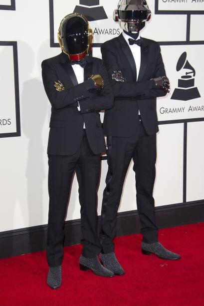 Si de extraños atuendo se trata, Daft Punk se llevó el primer lugar al u...