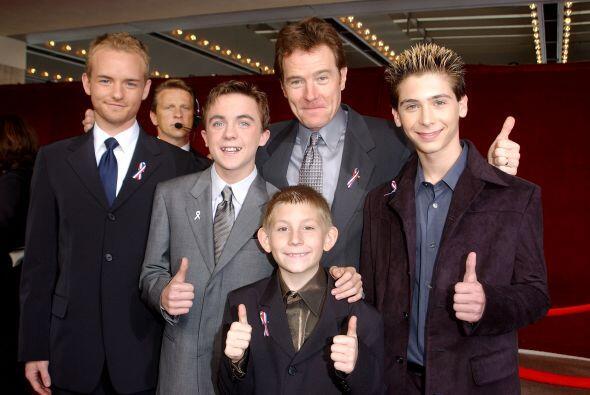 Bryan Cranston y todos los chicos en 2001.