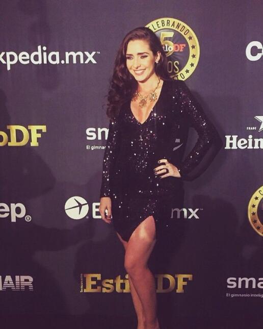 ¡Ariadne Díaz presume su pancita de 4 meses de embarazo en sexy vestido!