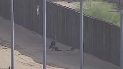 Adolescente fue hospitalizada tras herirse al caer del muro fronterizo