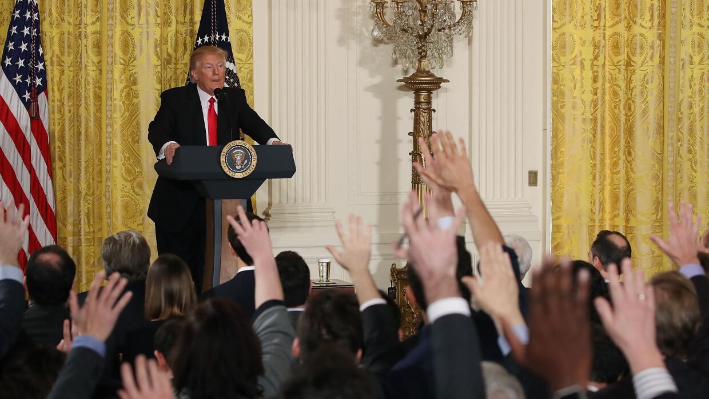 El 80% de la cobertura de los medios sobre los primeros 100 días de Trum...