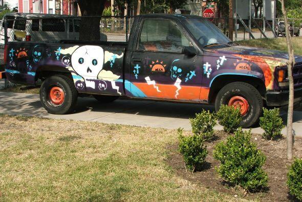 Aquí también se puede ver estacionado el carro con el que participan en...