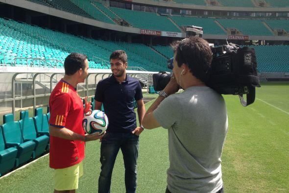 Henrique Almeida, el más joven goleador del equipo local, acompa&...
