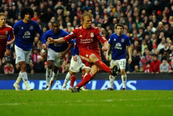 Casi terminaba el duelo y se marcó un penalti a favor de los 'Reds'.