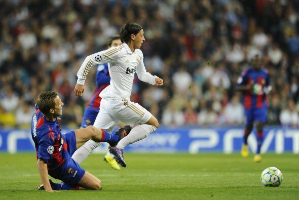 El Madrid no paraba su dominio, ante los problemas que pasaban en defens...