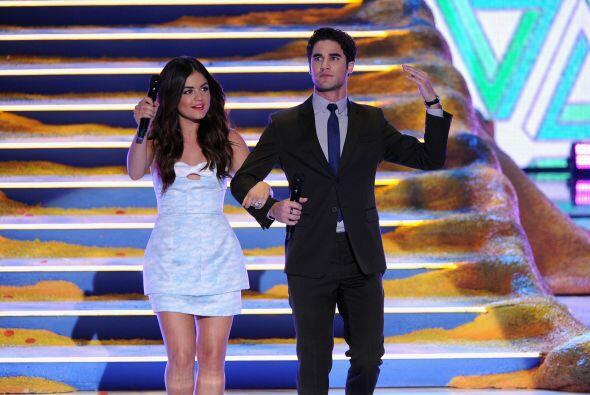 Lucy y Darren entrando con estilo. Mira aquí lo último en chismes.