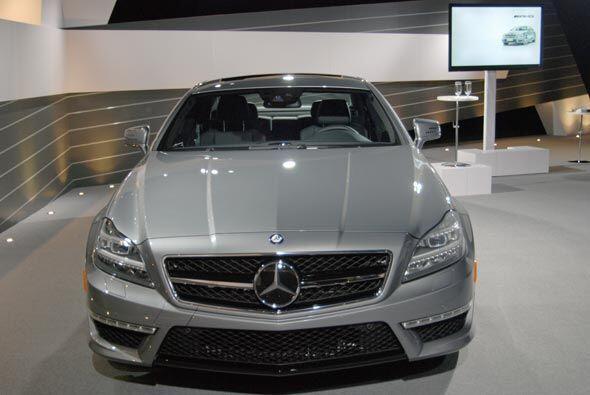 Su diseño frontal es como el de cualquier auto de Mercedes-Benz: sofisti...