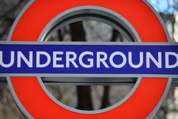 Los trabajadores del metro de Londres secundan este miércoles una huelga...