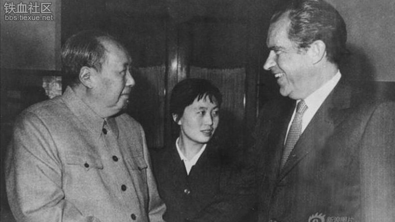 Nixon visita China, saluda a Mao Zedong