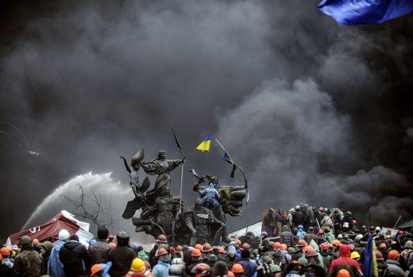 El 30 de noviembre la policía atacó brutalmente a un grupo de manifestan...