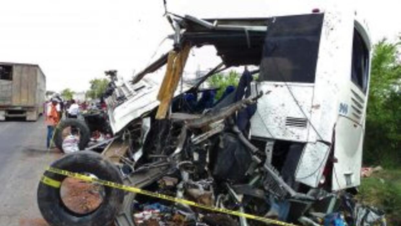 Al menos dos personas murieron y 14 más resultaron lesionadas a consecue...