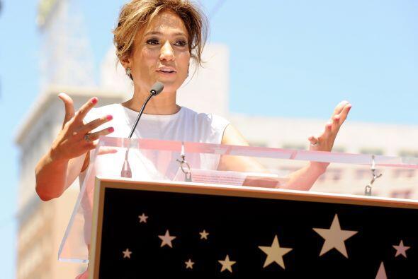 12. Jennifer Lopez  Ganancias netas: $45 millones.  Presencia en radio y...