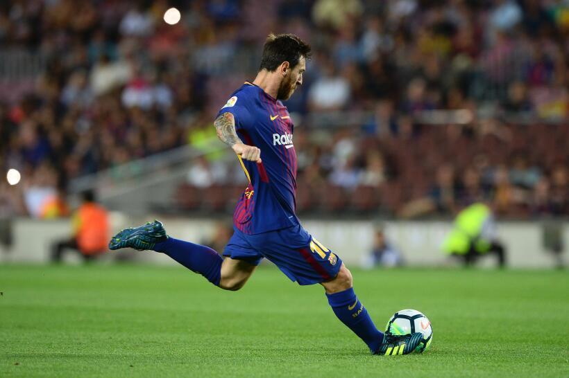 Quien más lo intentó en el Barça fue, claramente, Messi. Dos remates al...