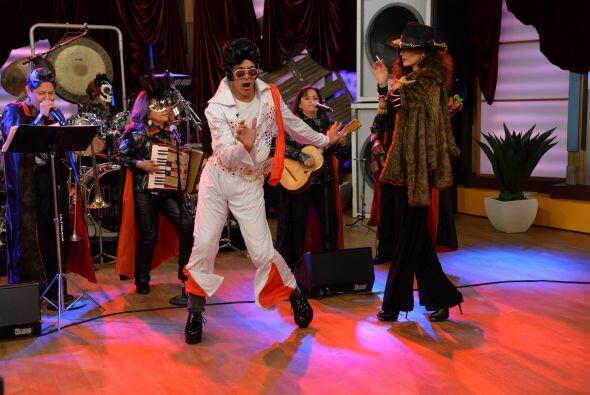 Para bailar igual que Elvis, nadie mejor que Johnny Lozada y su candela...