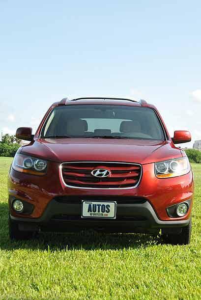 Aunque el frente tiene rasgos del ADN que Hyundai continuó con el Sonata...