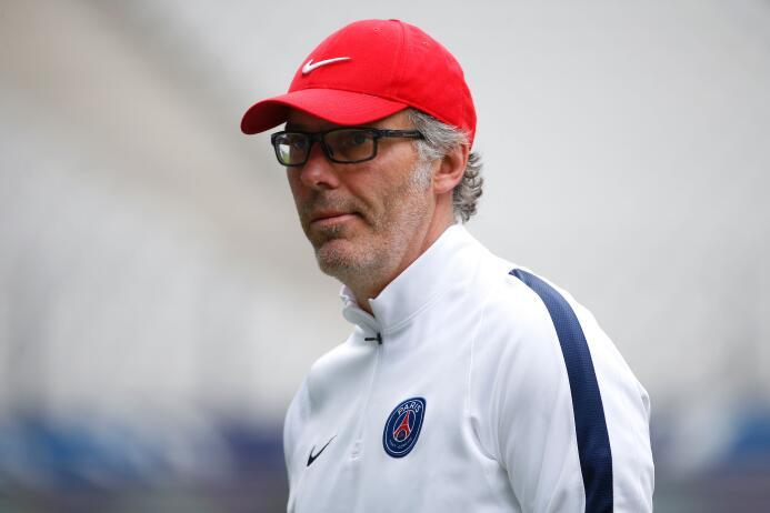 Laurent Blanc (Francia) - ex defensa central, con experiencia en equipos...