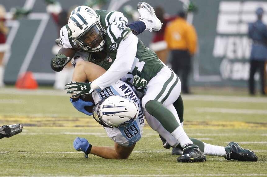 Ryan Fitzpatrick lanzó tres pases de touchdown y la defensiva de New Yor...