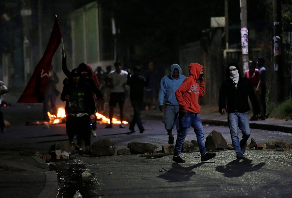 Otra imagen de las protestas en Tegucigalpa por el retraso de una semana...