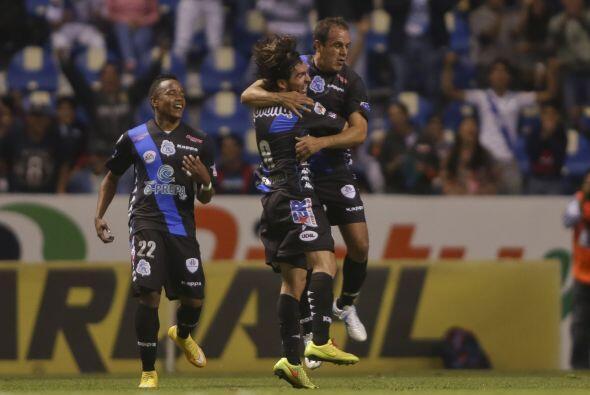 El 10 poblano se convirtió en el jugador más veterano en anotar gol en l...