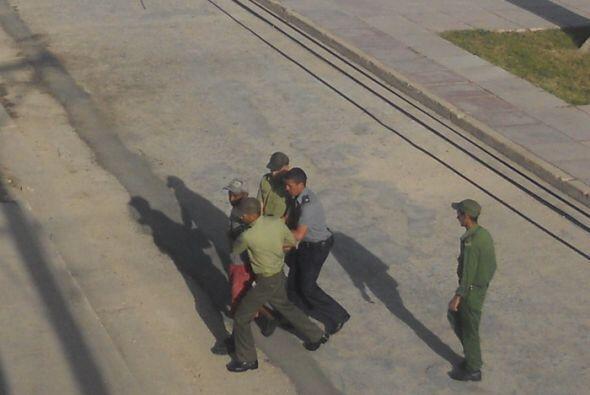 Agentes represivos de Cuba detienen a un opositor en Holguín